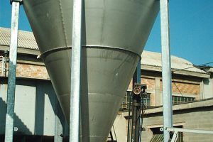Storage Tank with Auger